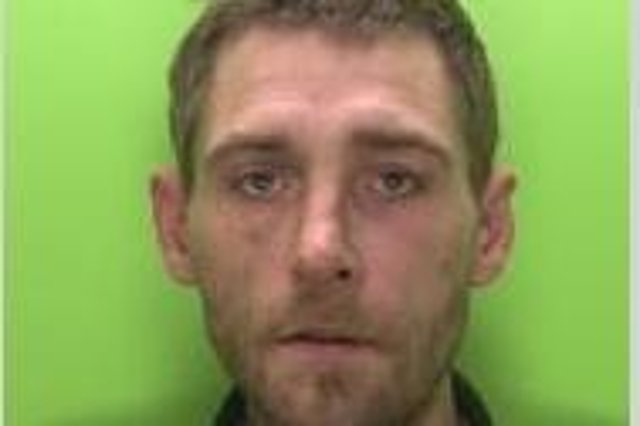 Darren Mee is wanted by Nottinghamshire Police.