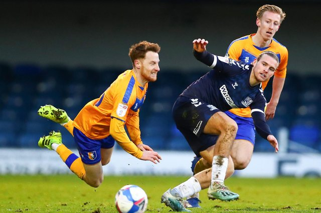 Stephen Quinn (left) in Stags loan action.